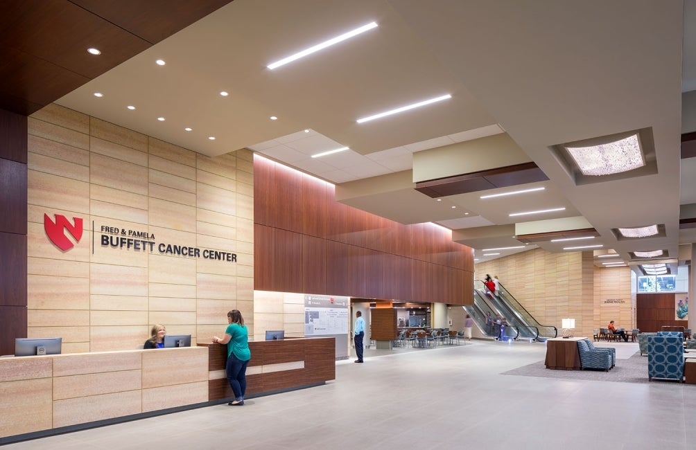 nebraska-medicine-unmc-fred-pamela-buffett-cancer-center-lobby