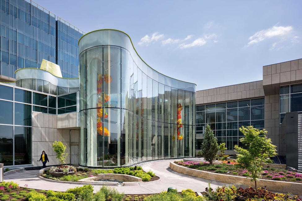 nebraska-medicine-unmc-fred-pamela-buffett-cancer-center-gardenkey