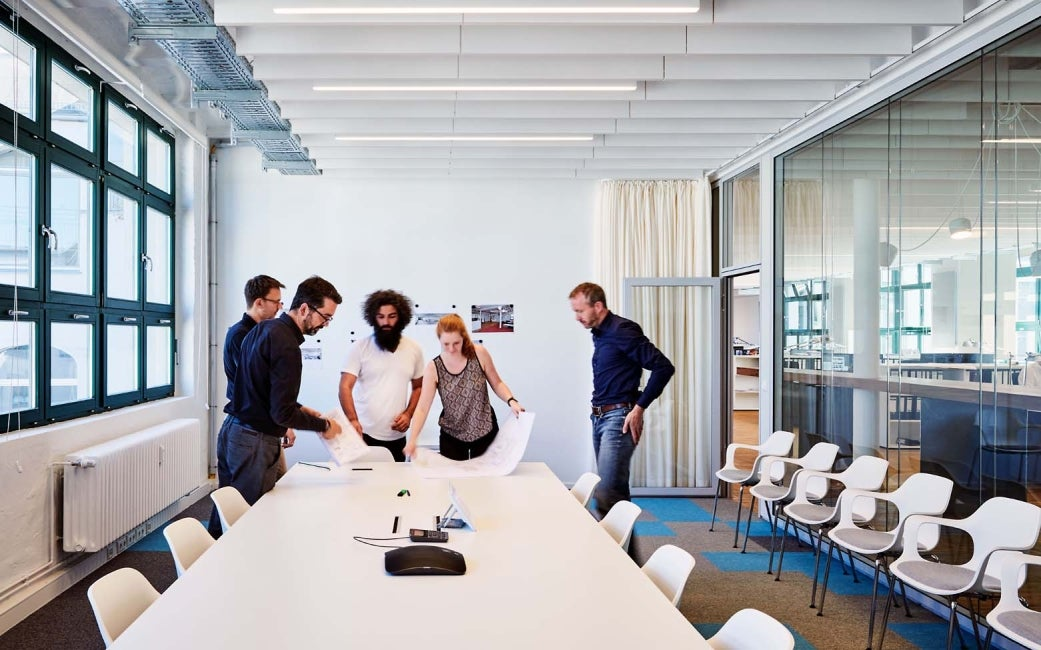 employees collaborating in HDR Berlin office meeting room