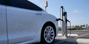 HDR Selected to Lead Major Study on Electric Vehicle Charging Infrastructure from Canada to Mexico