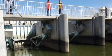 Tainter Gate Upstream | Effects of Gate-Wall Interaction on Spillway Tainter Gates